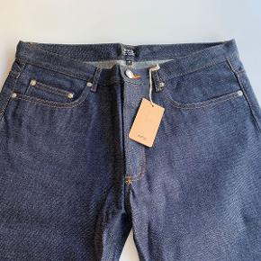 APC Classic (ikke-tapered) Standard Jeans. W33. Nye med tags. Aldrig brugt.