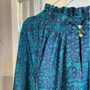 Sissel Edelbo Ines kjole  Der er 6 små limmærker på kjolen, og derfor prisen er lav