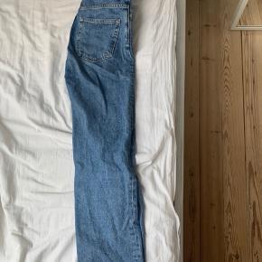 """Weekday jeans / bukser i modellen """"voyage"""" Str w24/l28 - Mp 150kr eller byd"""