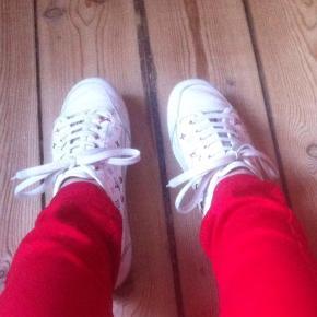 Læder Sneakers, Limited edition. I rigtig god stand. Store i størrelsen. De svarer til en størrelse 36. De er 23,5cm lange.  Farve: Multi Sælges med LV dustbag