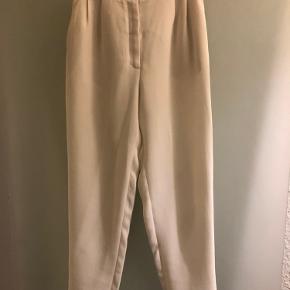 Super elegante højtalere bukser. De er en smule gennemsigtige, men er fine, blot man ikke har sorte trusser under ;)