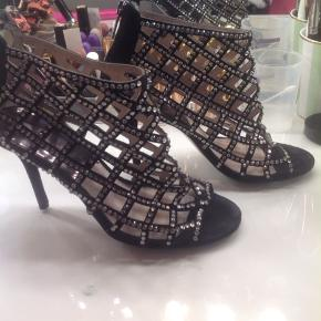 Michael Kors caged heels. Statement booties. Pre loved but still lovely. There's a couple of jewels missing but you can't see. You have to really look closely because it's so minor. If you open up the picture of me, you can see what they look like in the last photo.    #30dayssellout