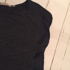 Mørk flaskegrøn t-shirt fra Garcia. I den pæne ende af god men brugt