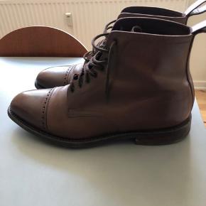 Rigtig fine Loake 1880 Hyde støvler. Købt i december. Er i rigtig fin stand.