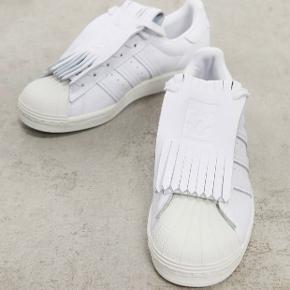 adidas Originals - Fringe Superstar - hvide sneakers  Str. 40 2/3  Brugt 5 gange  —————————  🌸 HUSK 🌸 at du kan lægge flere af mine varer i din kurv og kun betale porto én gang ✨  ————————