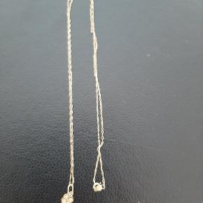 Smuk vedhæng fra Julie Wettergren med diamanter og en tynd guld halskæde i 14 karat.