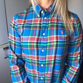 Ralph Lauren (blå) ternet skjorte. Skjorten er str. M, men da jeg normalt benytter str. S, vil jeg angive den som dette 🤗