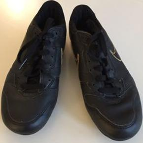 Sort Nike kondi sko, brugt få gange... køber betaler fragt