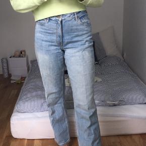 Monki bukser i modellen: Taiki High waist  Str: 29  Næsten aldrig brugt.   Hvis du bor i nærheden af Horsens kan vi aftale at mødes🧡