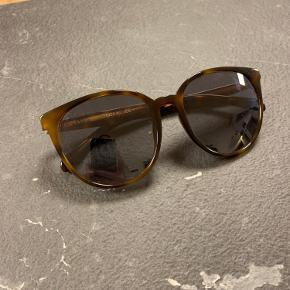 Solbrille fra Celine med en smule styrke (se billede 3)
