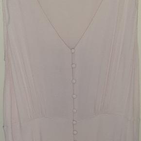 Flot Rosa kjole fra H&M str 46, kun brugt 1 gang. Skal lige stryges.