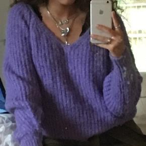 Lilla sweater købt i London. Aldrig brugt.
