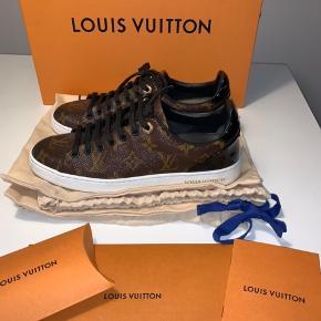 - Sælger disse Louis Vuitton sko i en størrelse 36,5☀️ - ALT medfølger☀️ - Skoene er kun gået med ganske lidt☀️
