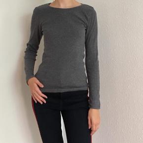 Klassisk t-shirts fra Mads Nørgaard str. XS sælges. Se også mine andre spændende annoncer🌸
