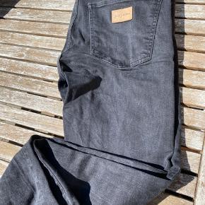 Fede jeans med lidt elasticitet i stoffet Str 33 x 34