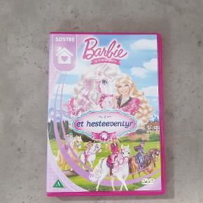 Barbie i et heste eventyr. Den er i fin stand. Den er fra røg og dyre fri hjem. Helst gerne kontant, da det er til min datters sparegris. Den kan afhentes i 6700. ℹ JEG SENDER IKKE ❗