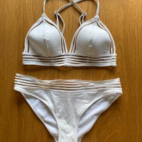 Flot bikini! Sidder godt, str small