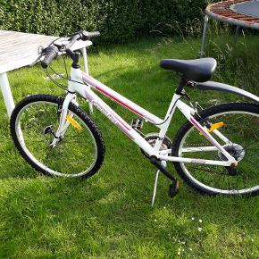 Pige cykel str26 kørt på en gang sælges for 800 Ny pris 1200