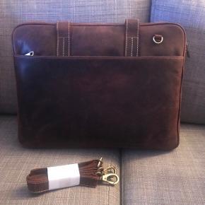 Helt ny taske, brun læder - aldrig brugt, stadig med prismærke. Nypris 2.500 kr. Byd