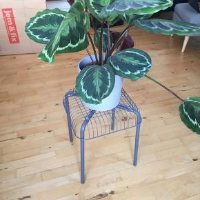 Grå skammel i stål, fra IKEA