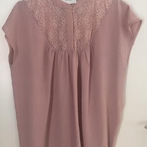 Smuk skjorte fra NeoNoir i str M .... sælges for 100 kr +