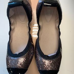 Skønne Ballerina fra Bloch  De fødder vil elske dem og normal i størrelsen..   Bytter ikke...