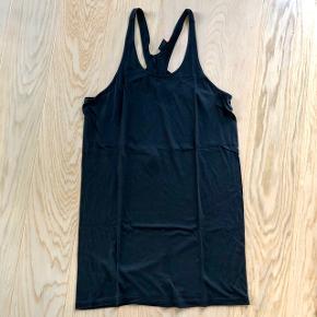 Sort løs kjole, aldrig brugt 👚 Kan sendes på købers regning  💌