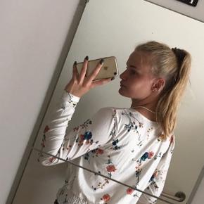 Sælger denne cute sommerlig bluse fra nelly Str small