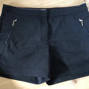 Habit shorts. Prisen er eks fragt (fragt ca. 30kr)