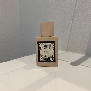Sælger min Gucci parfume, som jeg kun lige har duftet til med et sprøjt men fandt ud af det ikke lige var min kop te :)