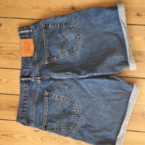 Flotte Levi's shorts.
