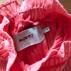 Super udsalg.... Jeg har ryddet ud i klædeskabet og fundet en masse flotte ting som sælges billigt, finder du flere ting, giver jeg gerne et godt tilbud..............  * Smuk efterårs  Moves bluse str S  - aldrig brugt