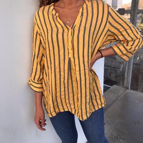 Sød gul skjorte 💖💗 str s, købt vintage