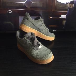 Nike air Force 1 I grøn, str 36,5 sælges...    Skoene er brugt, men i fin stand.,    Se billederne, og bedøm selv..     SE OGSÅ ALLE MONE ANDRE ANNONCER.. :D