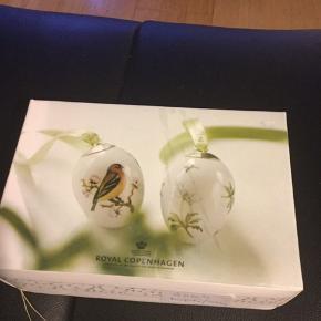 Royal Copenhagen i original æske med 2 stk æg med rede og bånd  Samler objekt  2009. Bogfinke og anemone (1249 776) Mål 6 cm  Sender + Porto #30dayssellout