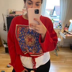 Sælger denne fede justerbar trøje fra Zara  100kr. Inklusiv fragt