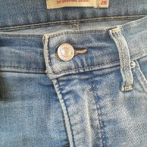 Flotte Levi's jeans med stræk. Fejler intet.