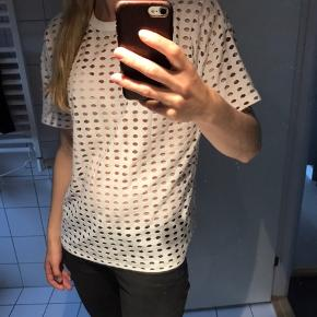 Flot t-shirt med Alexander Wang. Passer også str small til medium