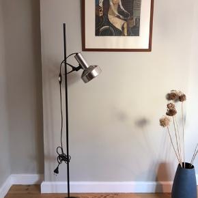 🖤Vintage IKEA standerlampe . Regulerbar i højden. Virker fint.  225kr Afhentes på Christianshavn  #standerlampe #ikeavintage #vintageikea #retroikea #ikearetro #gulvlampe #ikealampe #vintagestanderlampe