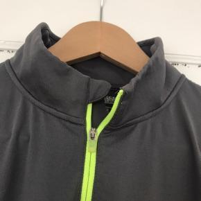 Langærmet golftrøje til mænd str. L. Trøjen står som ny.