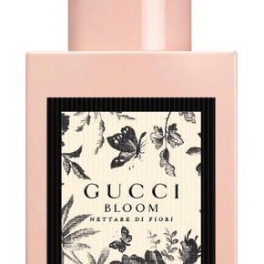 Gucci Bloom Nettare Di Fiori Women. 30 ml. EDP (eau de parfum).  Kun åbnet og duftet til. Desværre ikke lige min smag.  Koster kr. 610,- hos nicehair.   Kom med et bud! Kan hentes i Esbjerg eller sendes til dig.