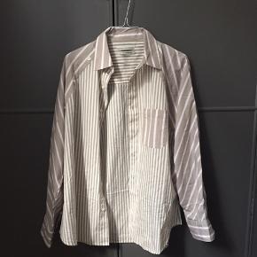Skjorte fra uo købt i sommers men aldrig brugt