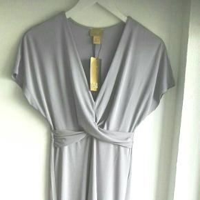 ⭐ Elegant lang kjole i lavendel, fra H&Ms webshop 🌸