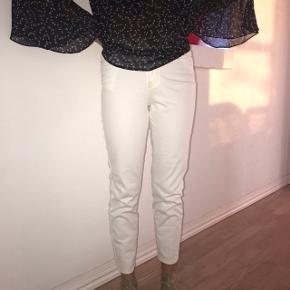 Hvide bukser i str xs / 34 💟 Gode til fest eller hver dag!