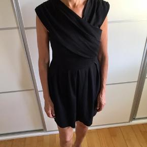 Sort kjole fra Gestuz str 38, brugt få gange
