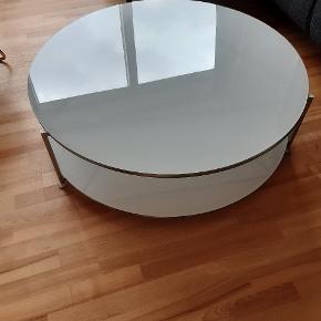 Hvidt glasbord 2 plader, diameter ø100, højde 30 cm. Pænt og uden synlige ridser.