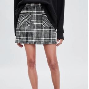 Super flot nederdel fra zara. Brugt 1 gang.