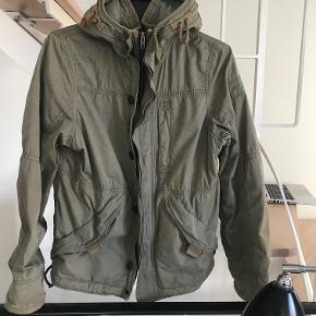 Super lækker jakke.  Kan sendes med Dao for 40 kr. eller afhentes i Århus C.