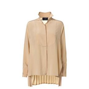 Utrolig smuk skjorte med plisseret ryg.  100% silke.  Oprindelig købspris: 2300 kr.  Bytter desværre ikke..
