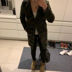 Fed jakke, sælges billigt da den er for lille til mig